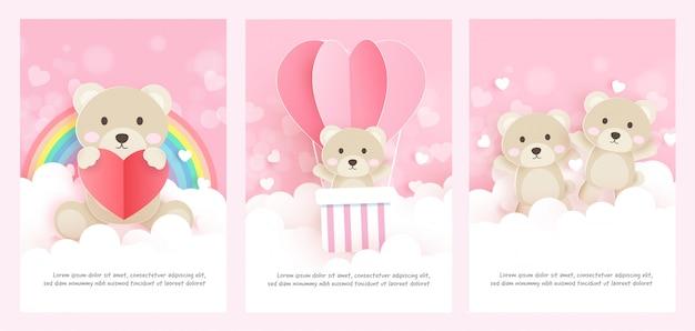 Conjunto de cartões com urso fofo no estilo de corte de papel.