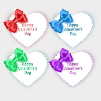 Conjunto de cartões de dia dos namorados em forma de coração, decorado com laços realistas de cores brilhantes
