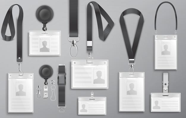 Conjunto de cartões de identificação realistas de funcionários em colhedores pretos com presilhas, cordão e grampos