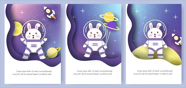 Conjunto de cartões de modelo com coelhos bonitos no fundo da galáxia.