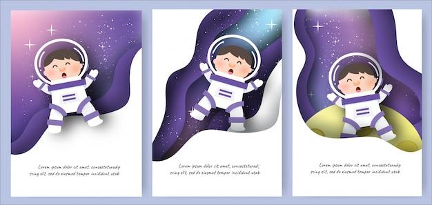 Conjunto de cartões de modelo com meninos bonitos no fundo da galáxia