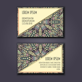 Conjunto de cartões de visita vintage. padrão floral de mandala e ornamentos.