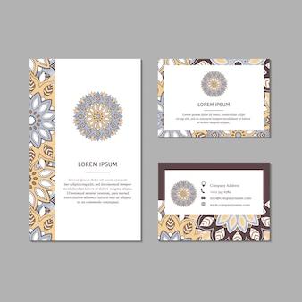 Conjunto de cartões ornamentais com mandala de flor.