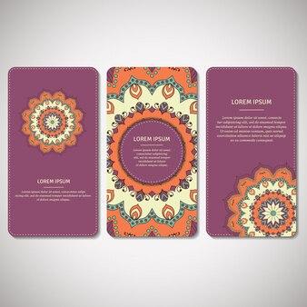 Conjunto de cartões ornamentais, folhetos com mandala de flores em violeta