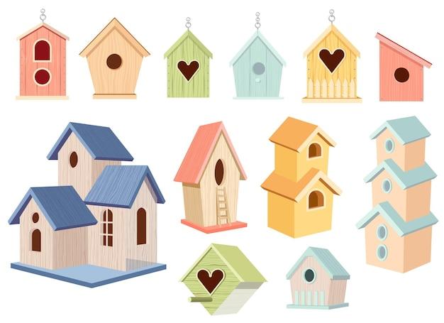 Conjunto de casas de pássaros de madeira, casas de pássaros coloridas pendurar em uma corrente, casa ou ninho com telhado, redondo ou em forma de coração, buraco e escada isolado no fundo branco ilustração vetorial de desenho animado, ícones, clip art