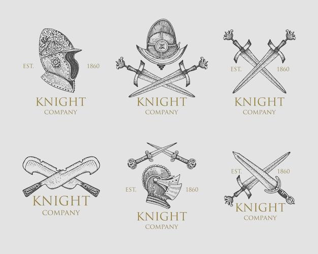 Conjunto de cavaleiros monocromáticos emblemas, distintivos, etiquetas e logotipos capacete medieval, espadas, maça, punhais escudo antigo vintage símbolo, gravado mão desenhada no esboço ou estilo de corte de madeira, velho olhando retrô