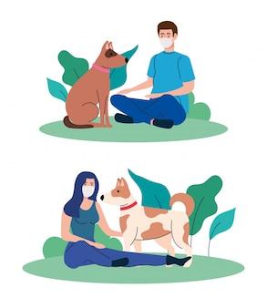 Conjunto de cenas, casal usando máscara médica, com cães no exterior