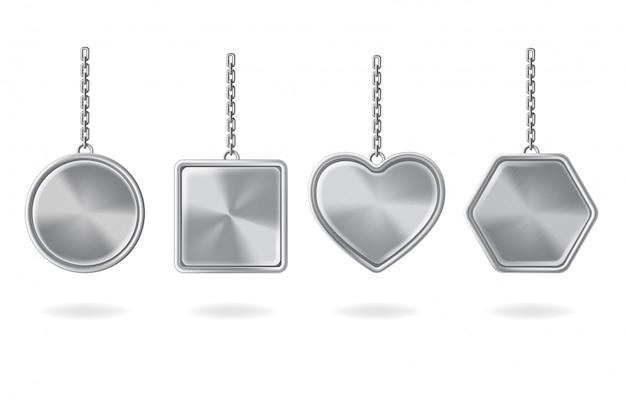 Conjunto de chaveiros em branco. pingentes de prata com formas redondas, quadradas, coração e hexágono
