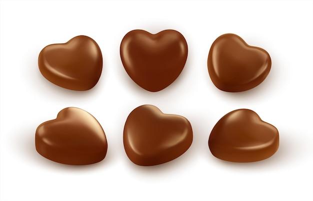 Conjunto de chocolates realistas em forma de coração isolado