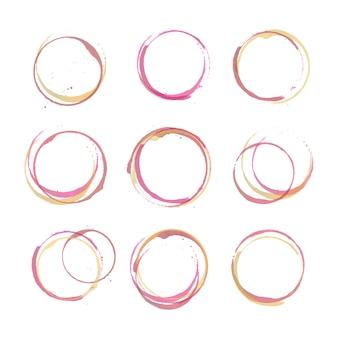 Conjunto de círculos de mancha de vinho, respingos e local isolado no fundo branco. mão em aquarela desenhando marcas de vidro para menu de restaurante