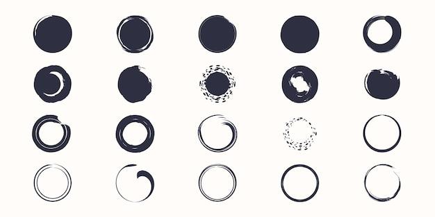 Conjunto de círculos de traçados de pincel de vetor de tinta sobre fundo branco.
