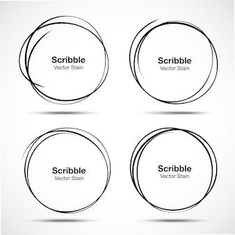 Conjunto de círculos desenhados à mão usando linhas de círculo de rabisco de desenho de esboço.