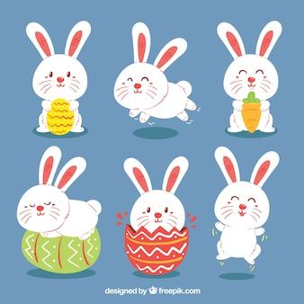 Conjunto de coelhos com ovos da páscoa no estilo desenhado à mão