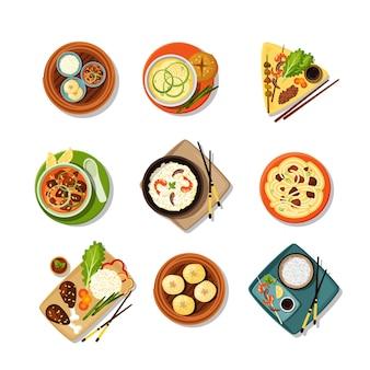 Conjunto de comida asiática com vista de cima de pratos