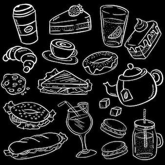 Conjunto de comida de mão desenhada e lanche no fundo do quadro-negro