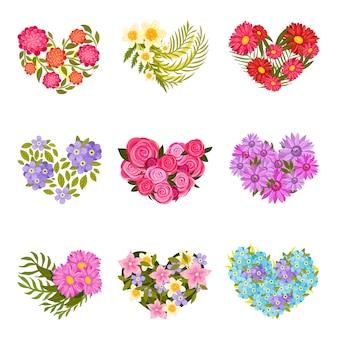 Conjunto de composições em forma de coração de flores e folhas.