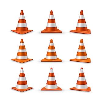 Conjunto de cones de trânsito. cones de plástico de estrada realistas vermelhos com listras brancas, ilustração