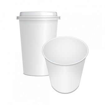 Conjunto de copo de café de papel realista com tampa branca e aberto. modelo