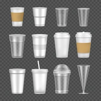 Conjunto de copos de maquete vazios, transparentes e realistas para bebidas.