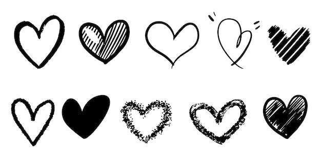 Conjunto de corações de doodle isolado no fundo branco. mão desenhada de ícone de amor. ilustração vetorial.