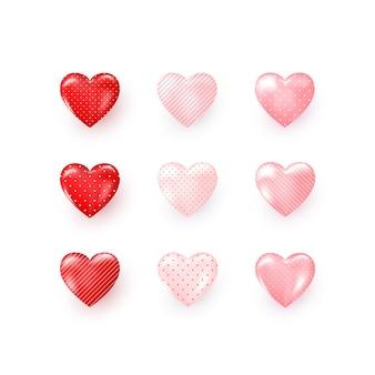 Conjunto de corações decorativos vermelhos e rosa com listras e pontos ornamentados de sombra.