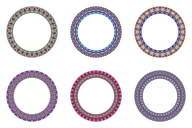 Conjunto de coroa circular de mosaico isolado