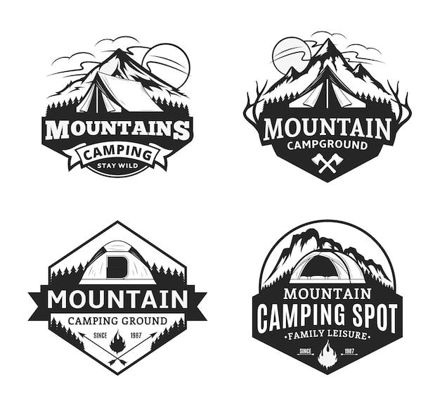 Conjunto de crachás de acampamento na montanha e recreação ao ar livre