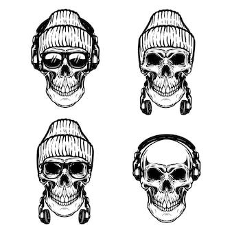 Conjunto de crânios humanos com fones de ouvido.