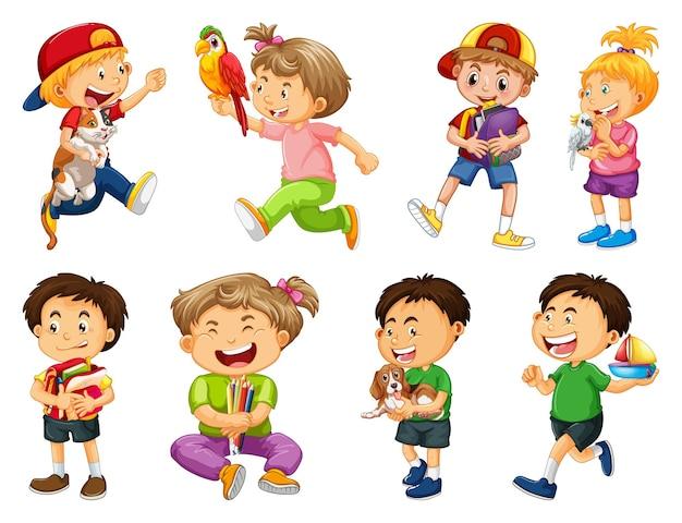 Conjunto de criança diferente brincando com seu personagem de desenho animado de animais de estimação isolado no fundo branco