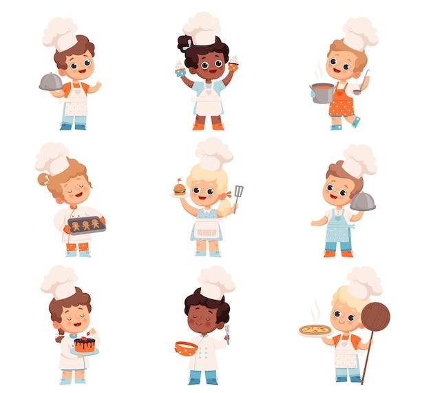 Conjunto de crianças alegres cozinheiras que seguram um bolo de sopa de biscoitos de hambúrguer de pizza nas mãos