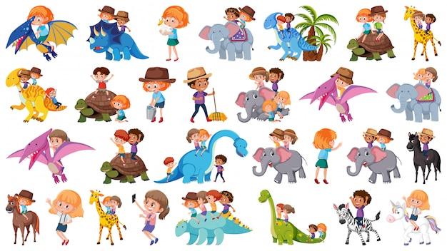 Conjunto de crianças andando de animais