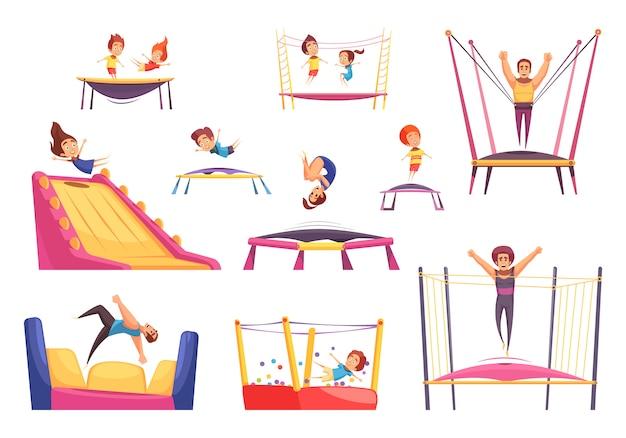 Conjunto de crianças brincando com trampolins e castelos saltitantes