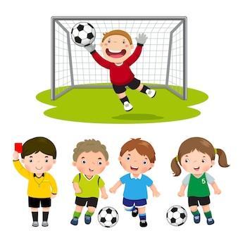 Conjunto de crianças do futebol de desenho animado com diferentes poses