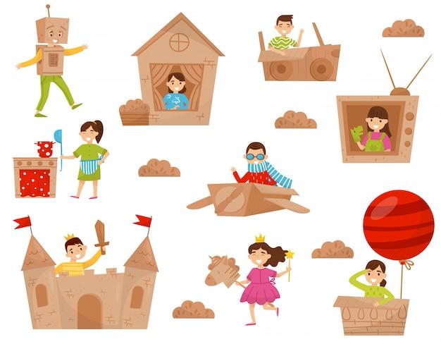 Conjunto de crianças felizes em ação. crianças brincando no castelo de papelão, casa, avião e balão de ar