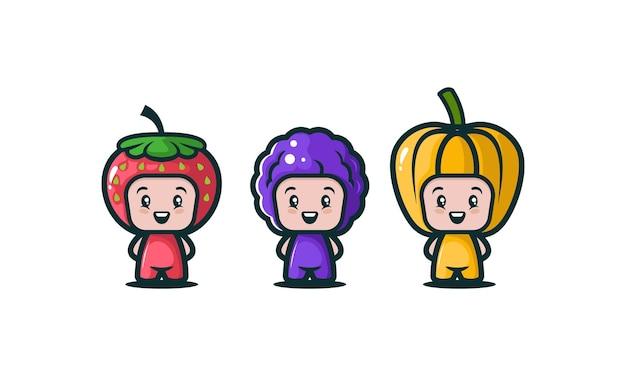 Conjunto de crianças fofas com várias fantasias de frutas
