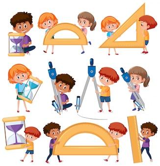 Conjunto de crianças segurando ferramentas matemáticas