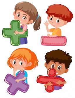 Conjunto de crianças segurando símbolos matemáticos