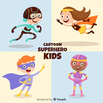 Conjunto de crianças vestidas como super-heróis