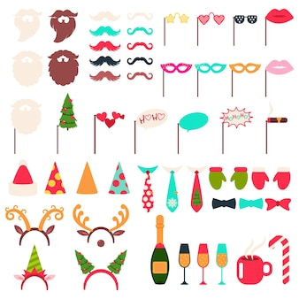 Conjunto de desenhos animados de adereços de cabine fotográfica de natal: chapéu e barba de papai noel, chifres de rena, elfo, bigode, garrafa de champanhe, óculos, charuto e xícara de café vermelho sobre um fundo branco.