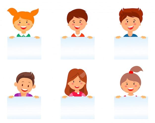 Conjunto de desenhos animados plana enfrenta crianças europeias a sorrir.