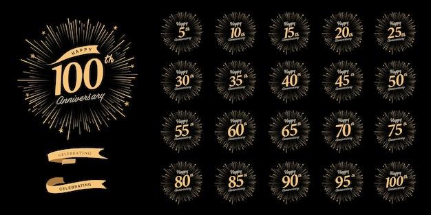 Conjunto de design de emblema de celebração de aniversário com fogos de artifício e fita