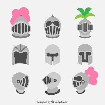 Conjunto de diferentes capacetes de armadura