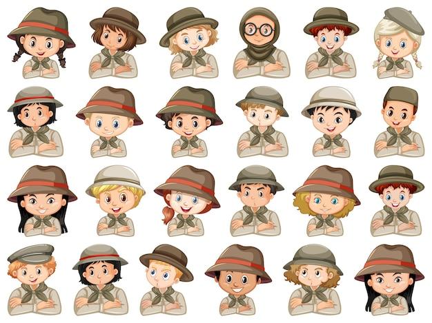Conjunto de diferentes personagens de meninos e meninas traje de escoteiro em um branco
