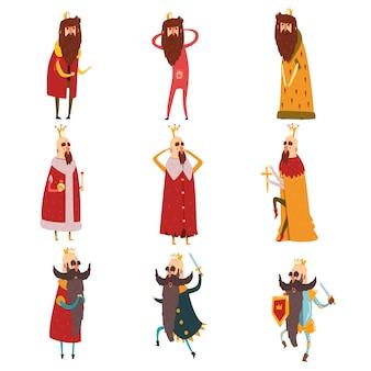 Conjunto de diferentes reis barbudos engraçados em diferentes ações. velhos homens vestindo coroas de ouro, mantos e armaduras. governantes de reinos. personagens de desenhos animados.