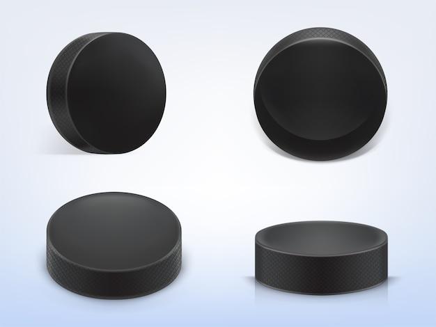 Conjunto de discos de borracha preto realista 3d para jogar hóquei no gelo isolado na luz de fundo