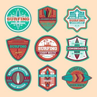 Conjunto de distintivo isolado vintage de surf extremo acampamento