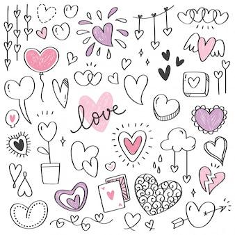 Conjunto de doodle de forma de coração isolado no branco