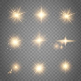 Conjunto de efeitos de luzes brilhantes dourados existentes na transparente