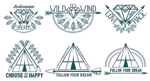Conjunto de elementos de estilo boho. penas, flechas e wigwam.