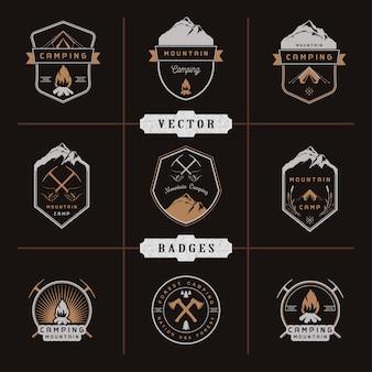 Conjunto de emblemas, camping e caminhadas